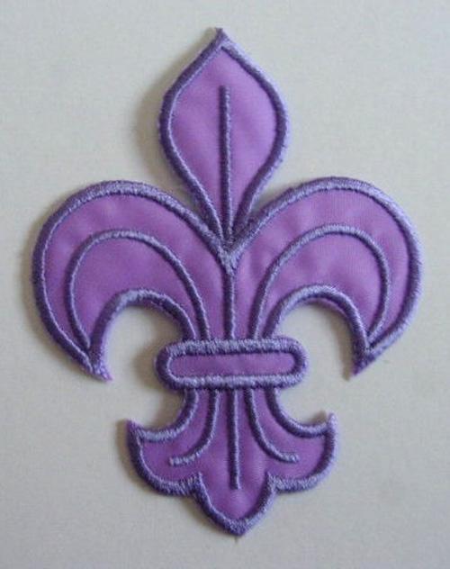 1 Applikation Königslilie Fleur de Lis 6x8cm Farbe: Purple